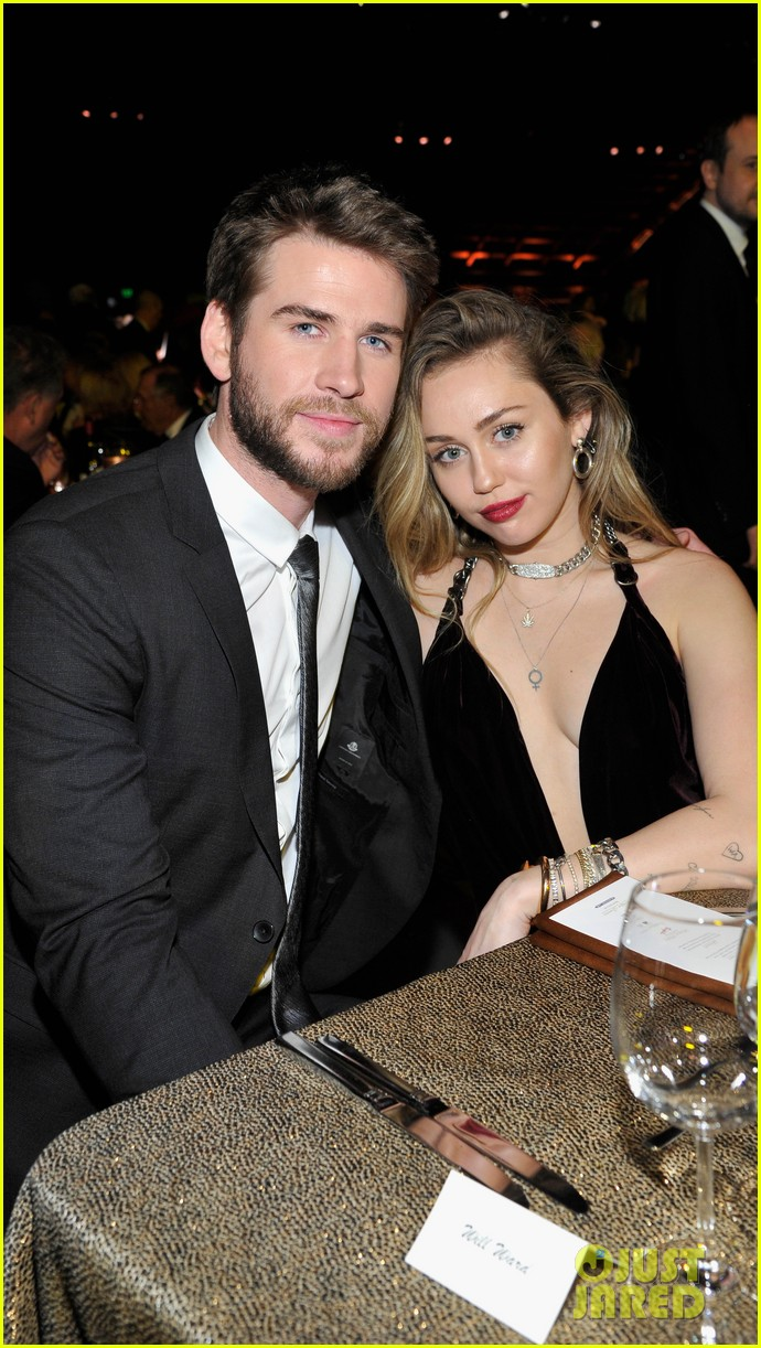 miley cyrus liam hemsworth misses the grammys 15