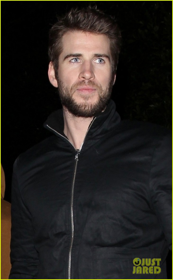 liam hemsworth rebel wilson wme pre oscars party 05