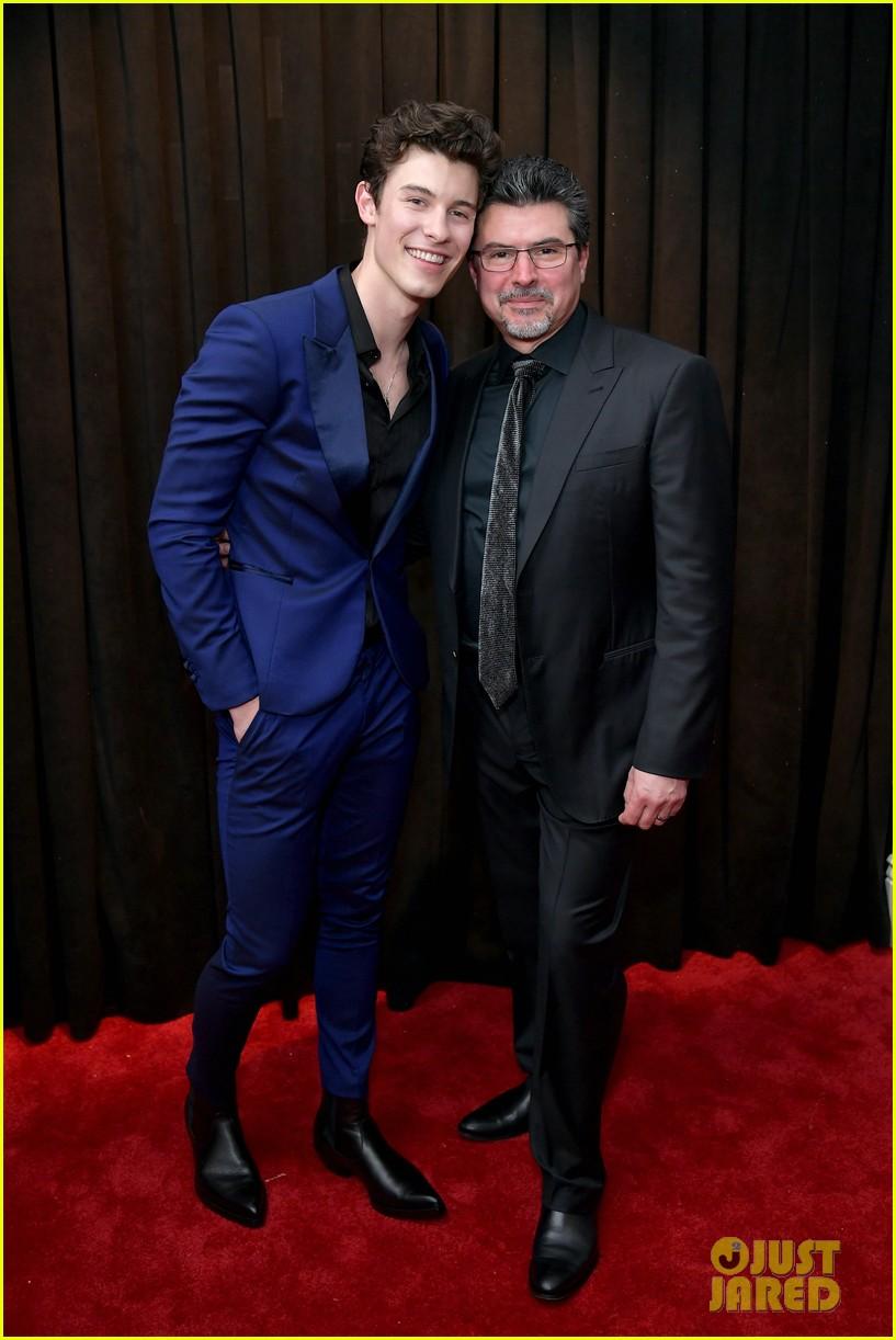 shawn mendes dad 2019 grammy awards 09