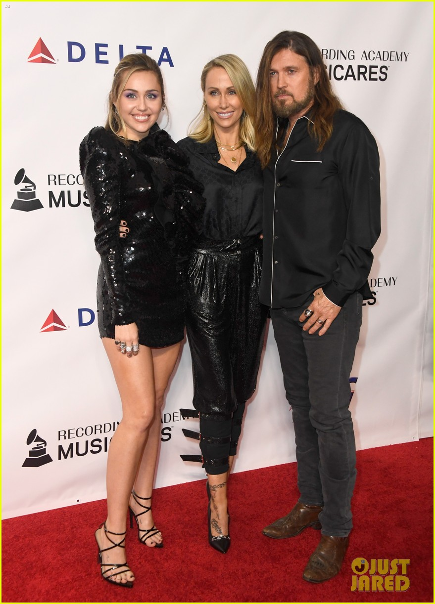 miley cyrus shawn mendes musicares person of the year gala 03