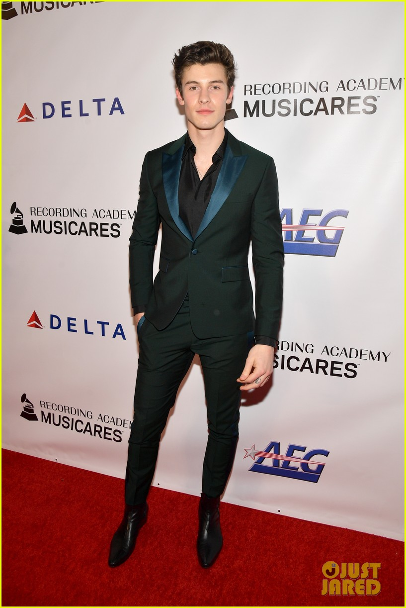 miley cyrus shawn mendes musicares person of the year gala 04