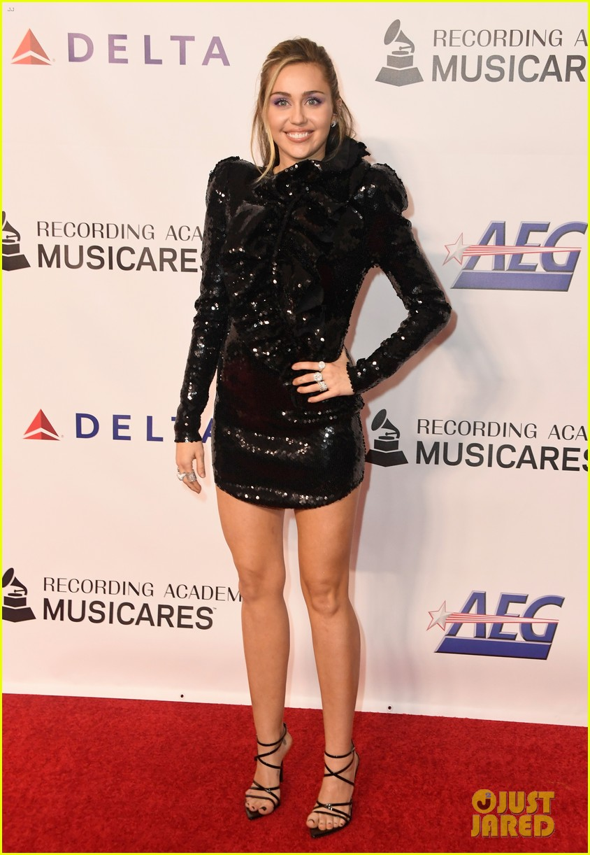miley cyrus shawn mendes musicares person of the year gala 15
