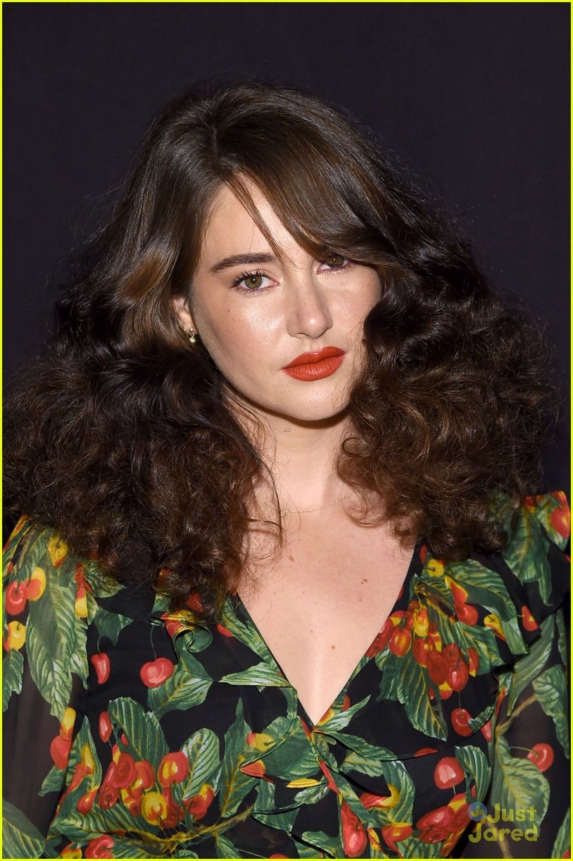 shailene woodley 70s look marc jacobs show 01