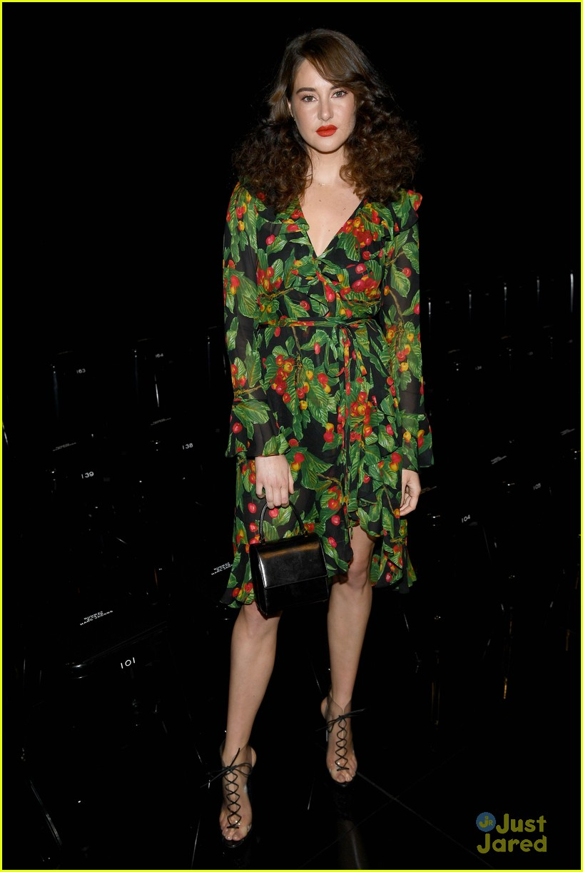 shailene woodley 70s look marc jacobs show 03