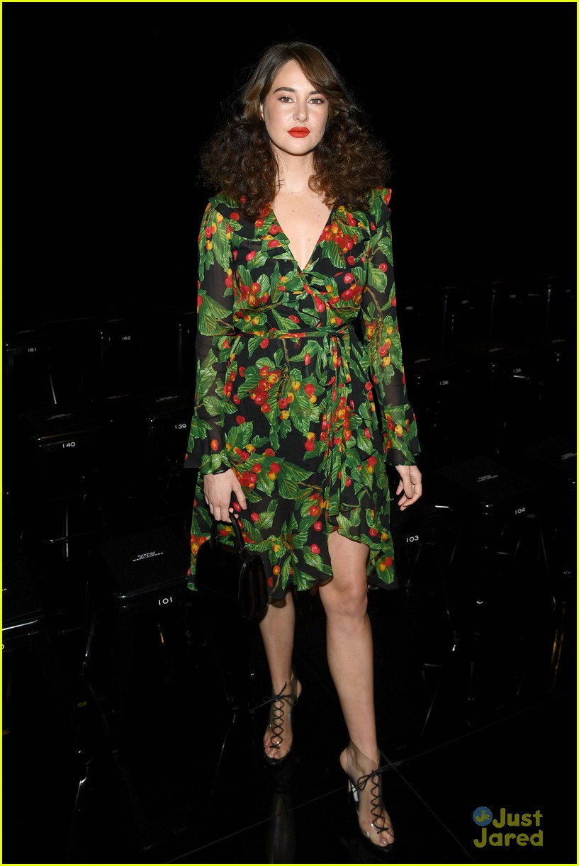 shailene woodley 70s look marc jacobs show 13