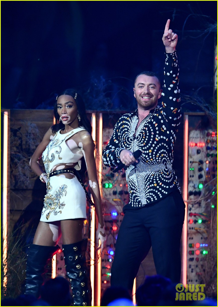 sam smith and calvin harris perform promises at brit awards 2019 03