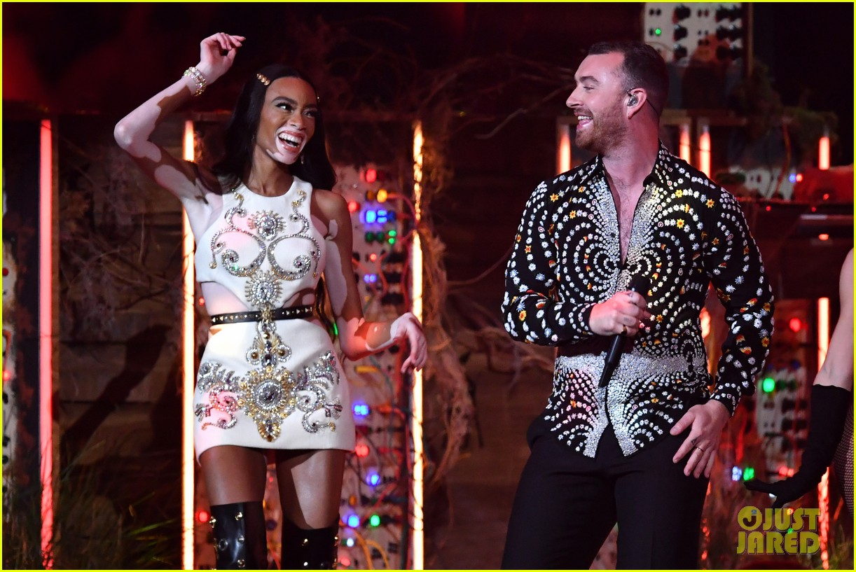 sam smith and calvin harris perform promises at brit awards 2019 04