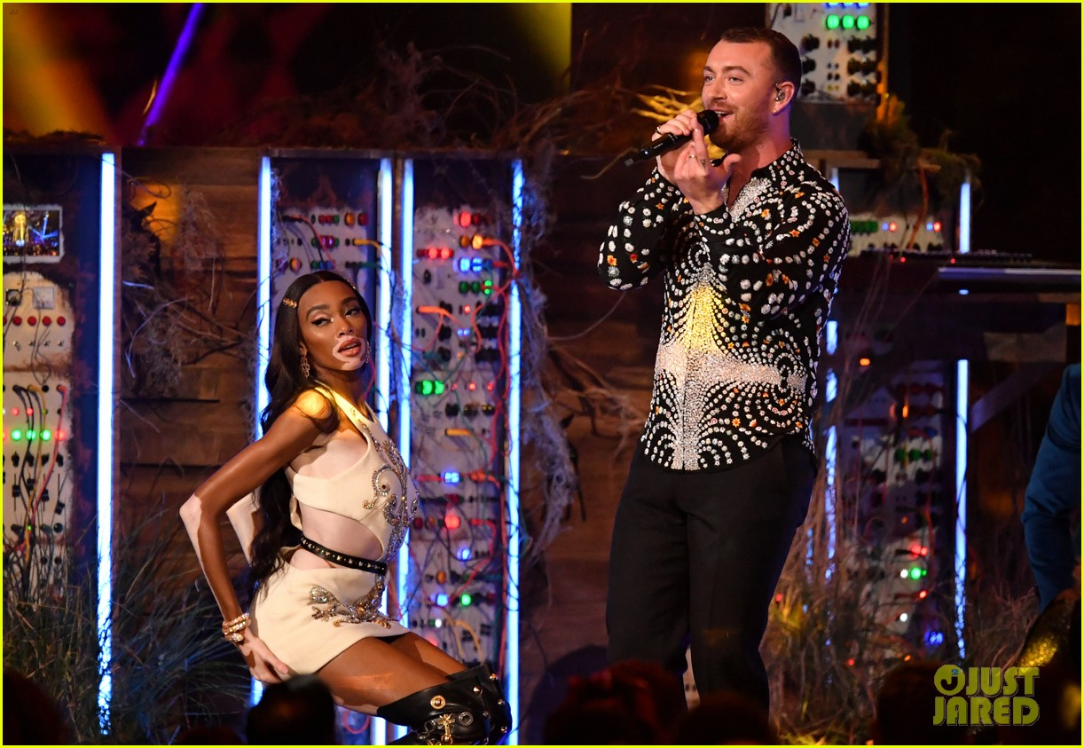 sam smith and calvin harris perform promises at brit awards 2019 07