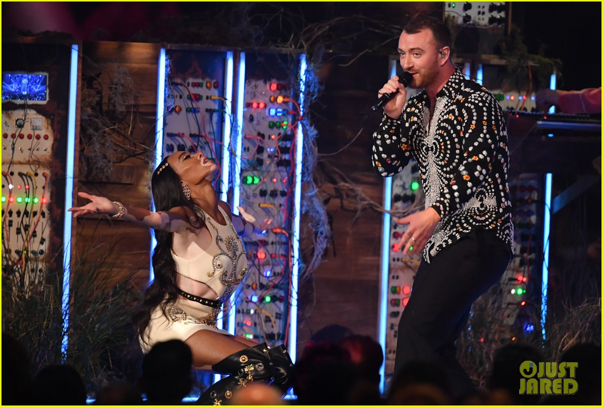 sam smith and calvin harris perform promises at brit awards 2019 08