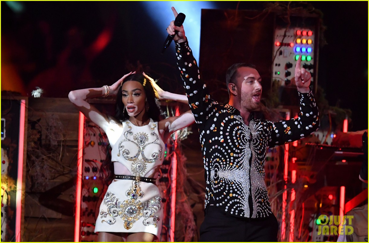 sam smith and calvin harris perform promises at brit awards 2019 09