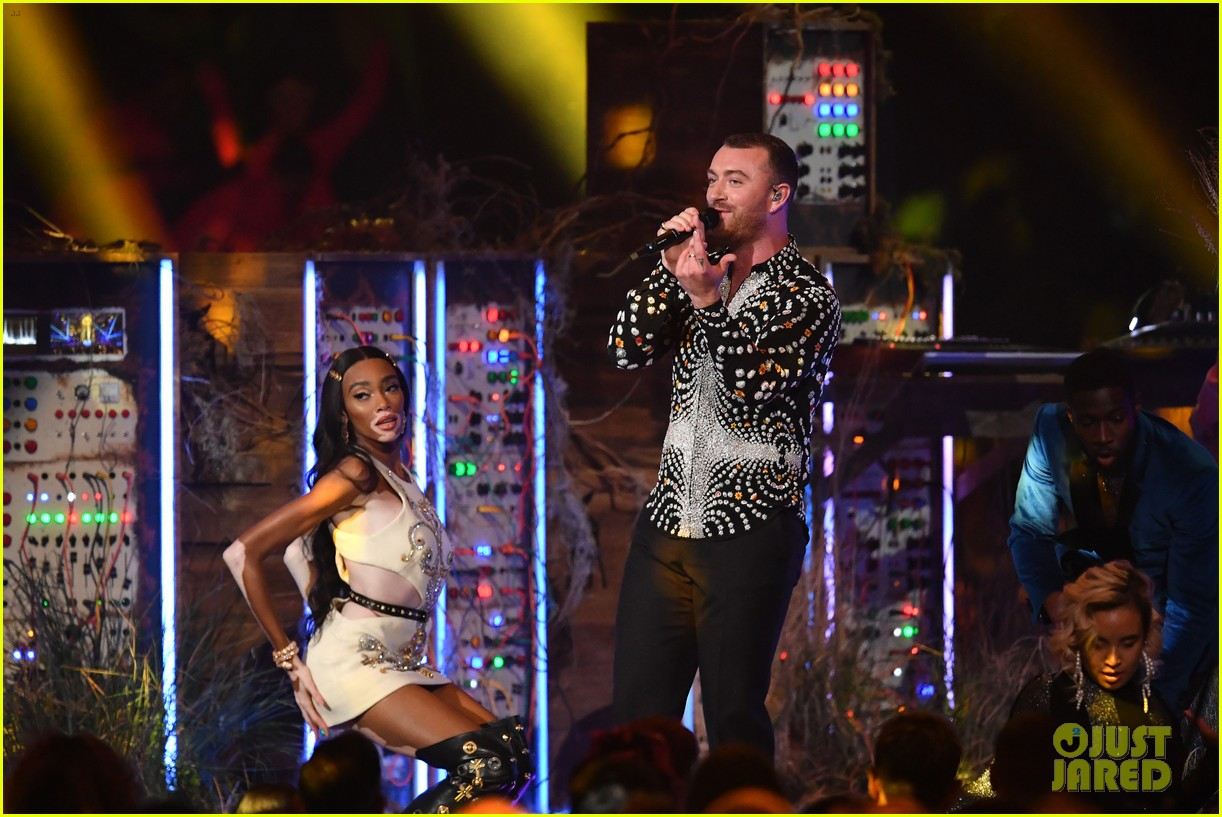 sam smith and calvin harris perform promises at brit awards 2019 11
