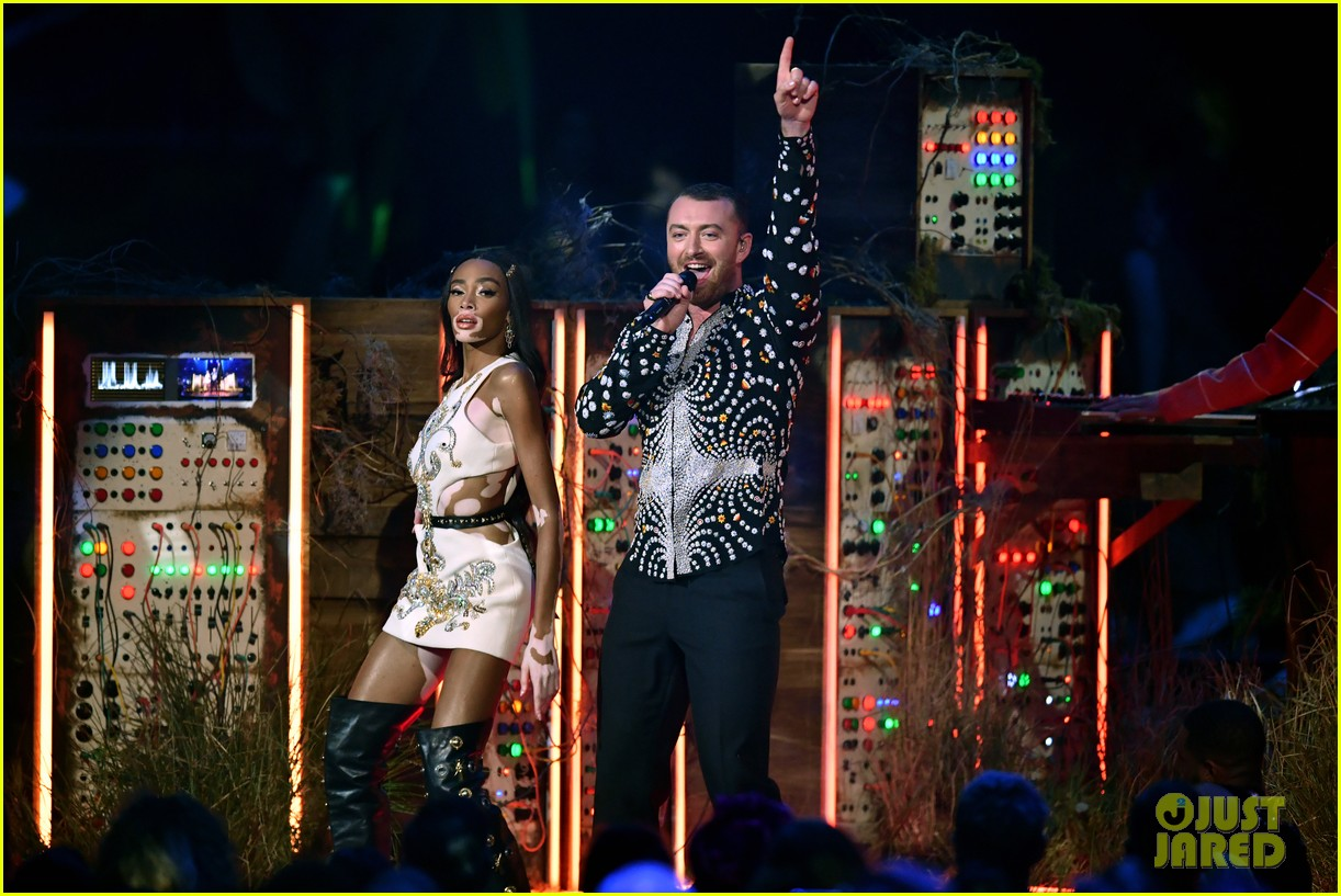 sam smith and calvin harris perform promises at brit awards 2019 12