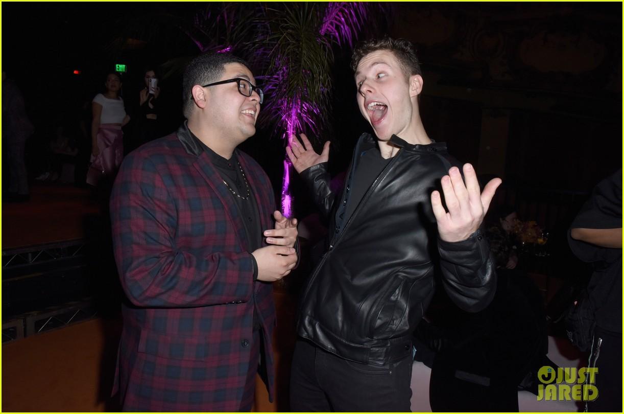 sadie stanley kira kosarin niki demartino more teen vogues young hollywood party 02