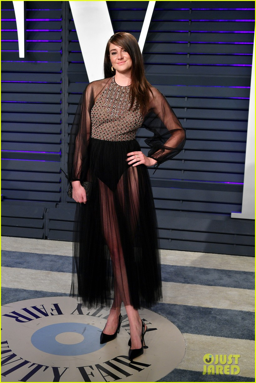 shailene woodley emma roberts and chloe moretz get glam for vanity fairs oscars 2019 party 01
