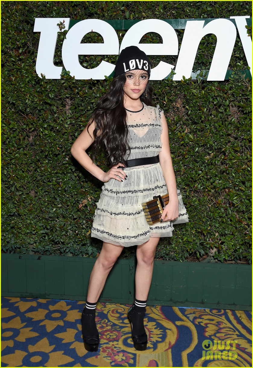 maddie mackenzie ziegler are beauties in black at teen vogues young hollywood party 02