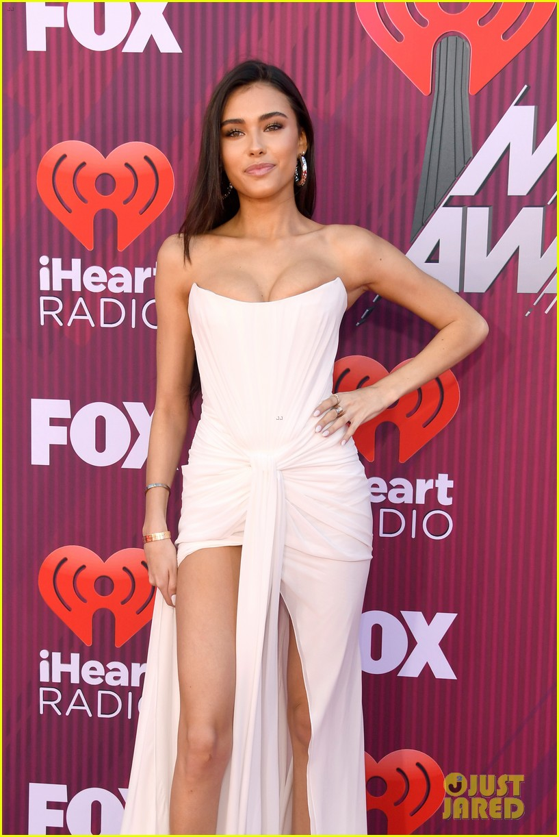 madison beer is a vision in white at iheartradio music awards 02