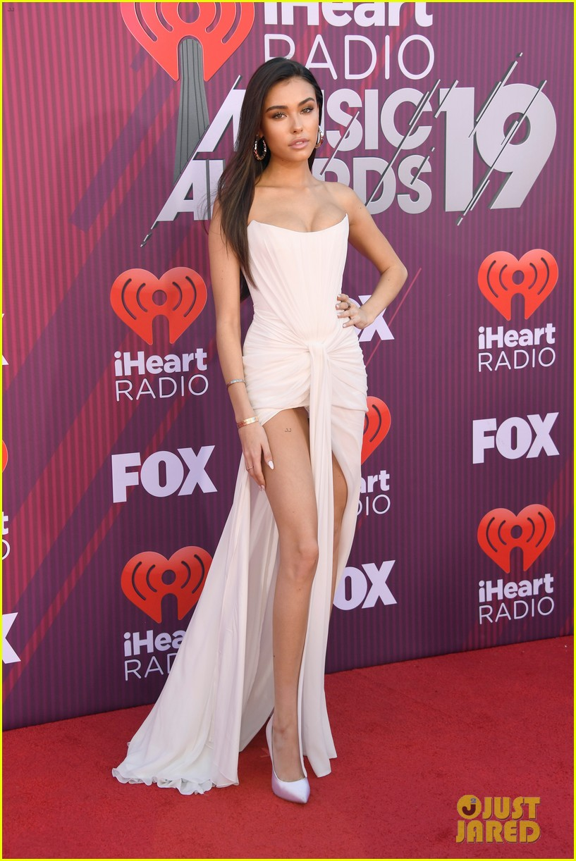 madison beer is a vision in white at iheartradio music awards 04