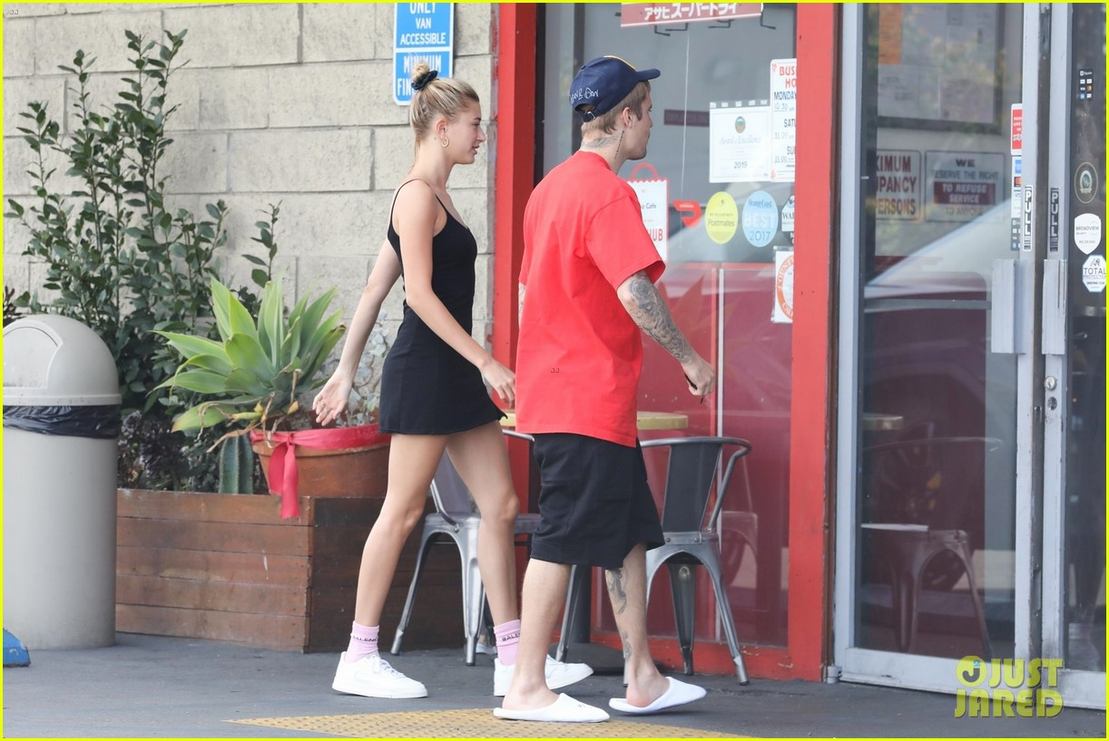 justin bieber hailey bieber pick up their lunch 07