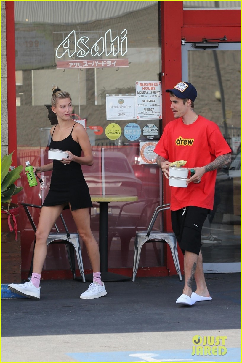 justin bieber hailey bieber pick up their lunch 37