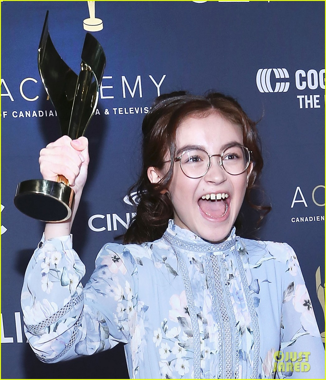 anna cathcart wins best performance for odd squad at canadian screen awards 05
