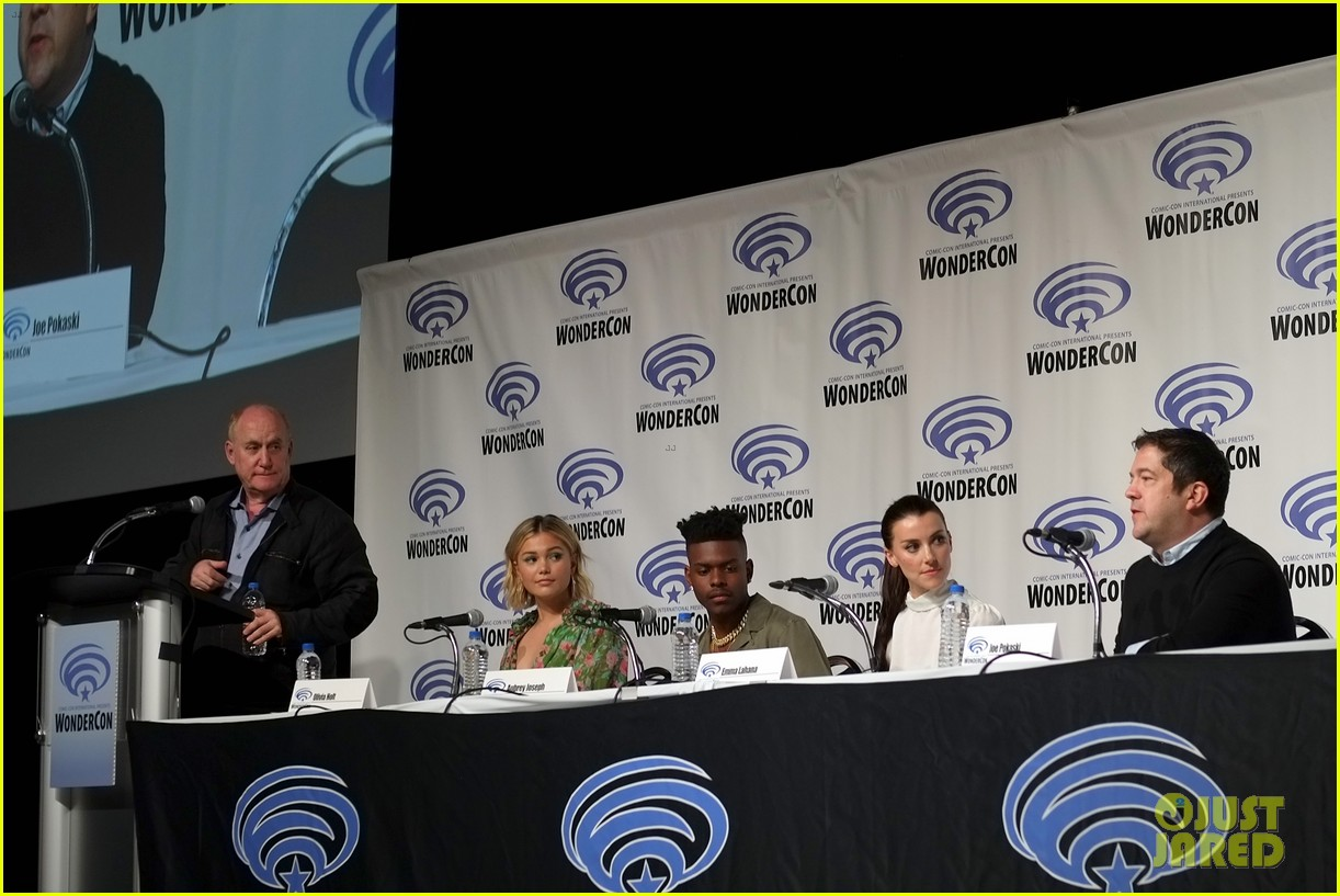 olivia holt and aubrey joseph bring cloak and dagger to wondercon 2019 03