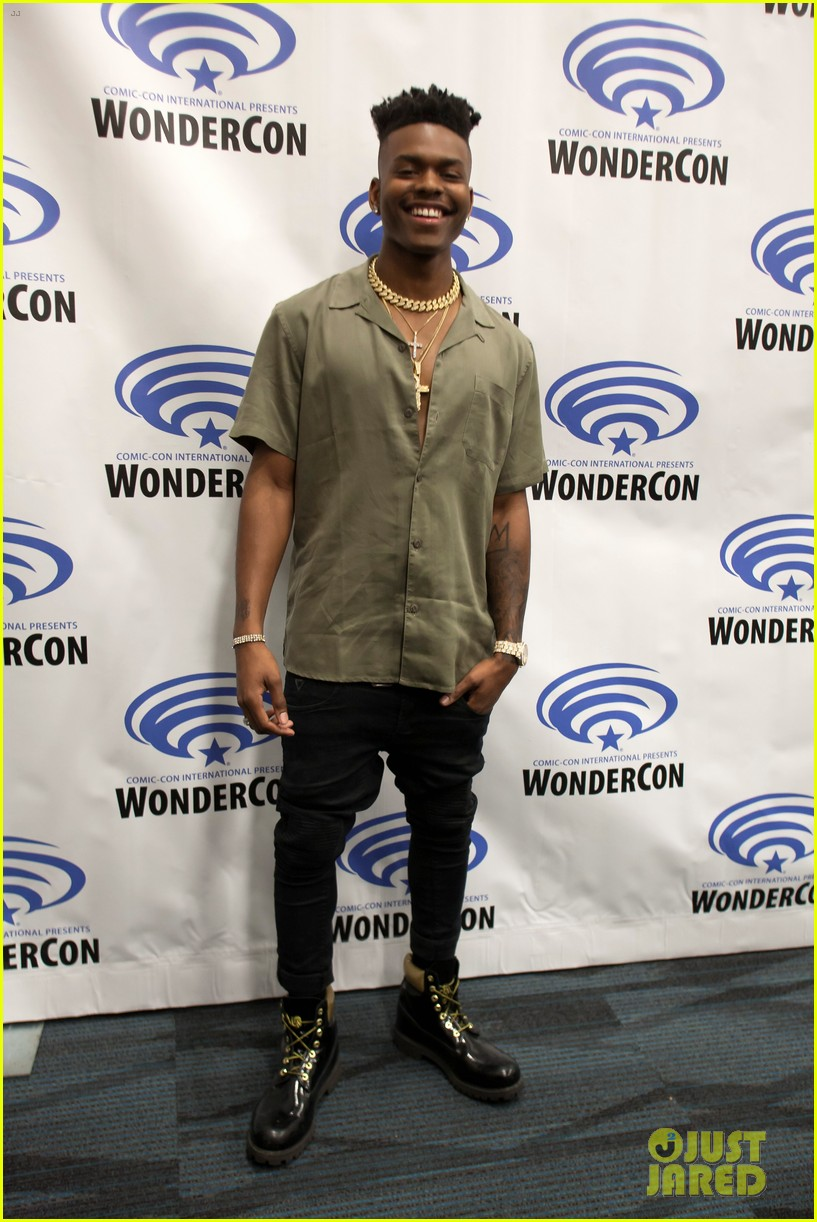 olivia holt and aubrey joseph bring cloak and dagger to wondercon 2019 05