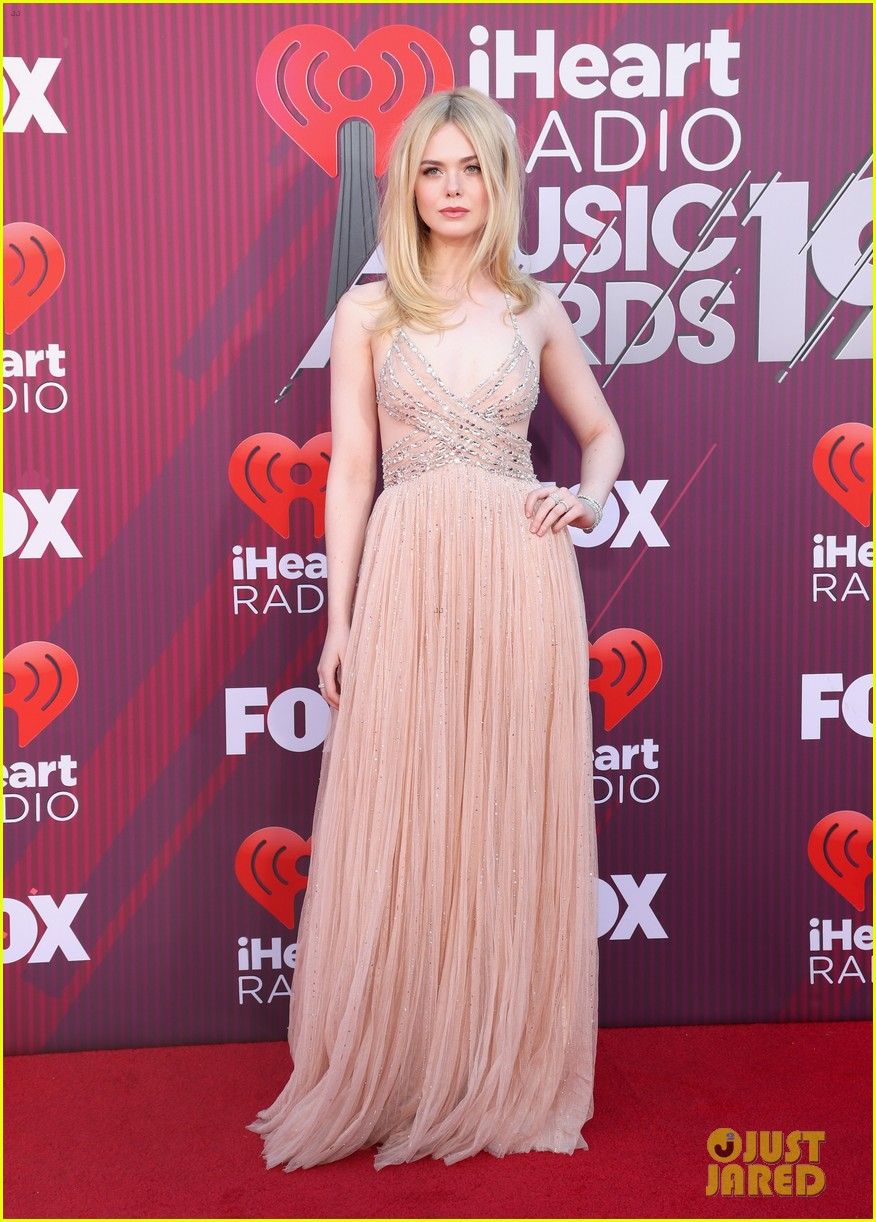 elle fanning 2019 iheartradio awards 01