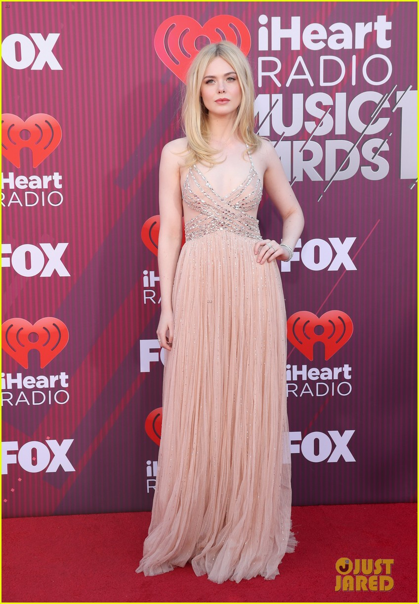 elle fanning 2019 iheartradio awards 06