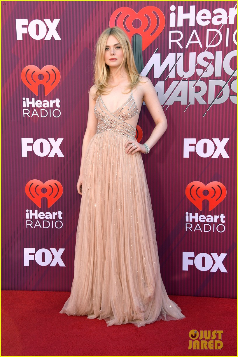 elle fanning 2019 iheartradio awards 08