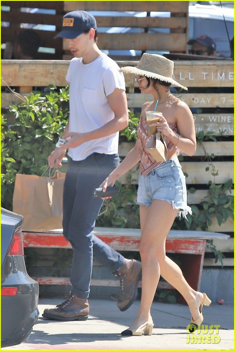 vanessa hudgens goes boho chic for lunch with austin butler 03
