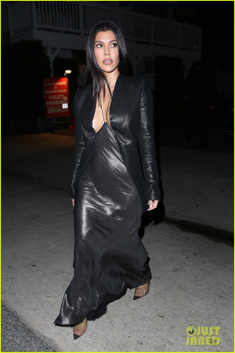 kim kardashian khloe kardashian kourtney kardashian kylie jenner dinner 05