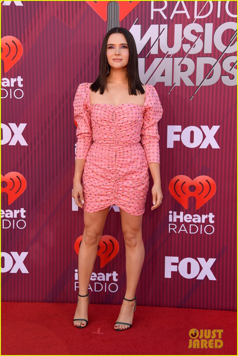 katie stevens is pretty in pink at iheartradio music awards 02