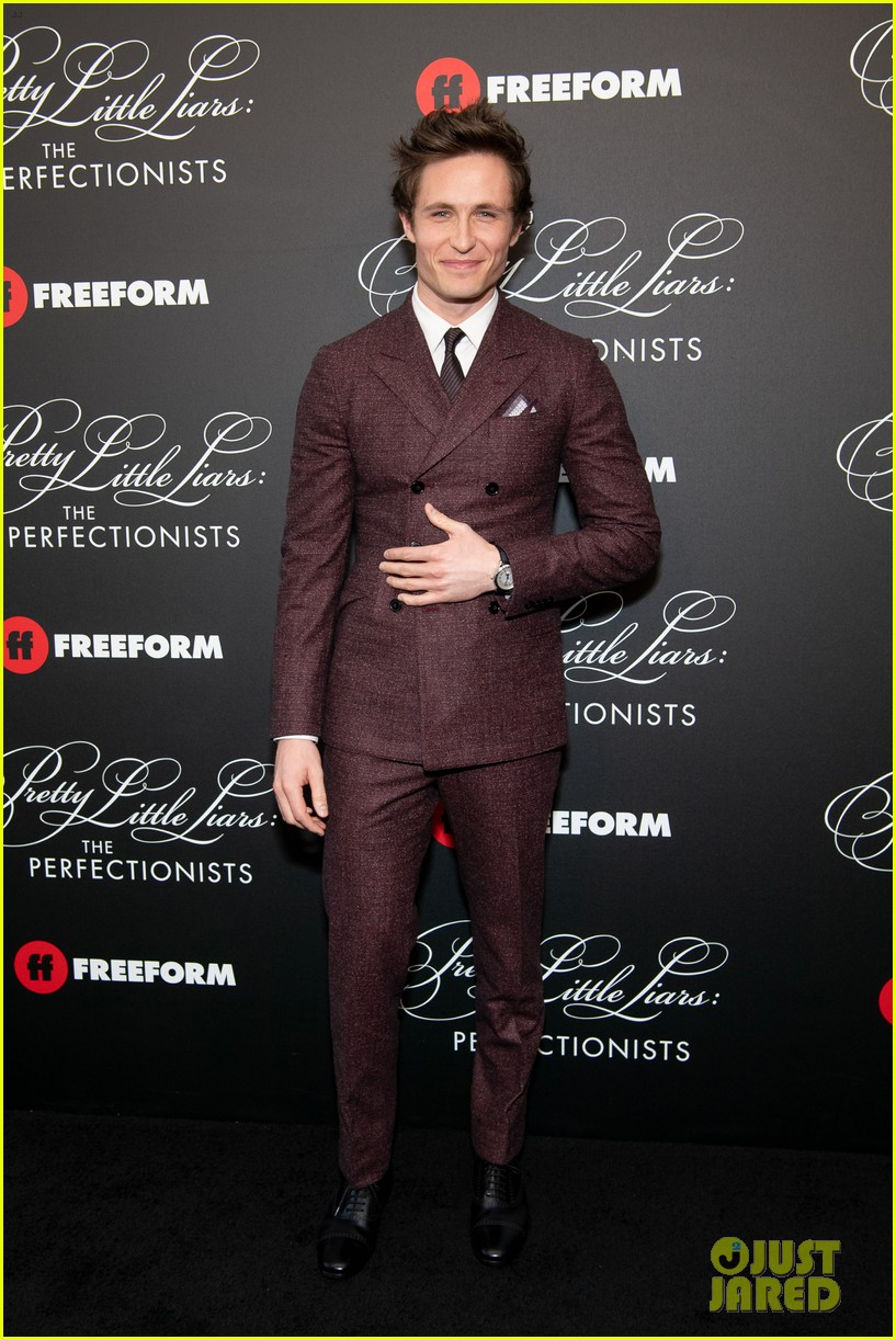 cast of pll the perfectionists stun at los angeles premiere 15