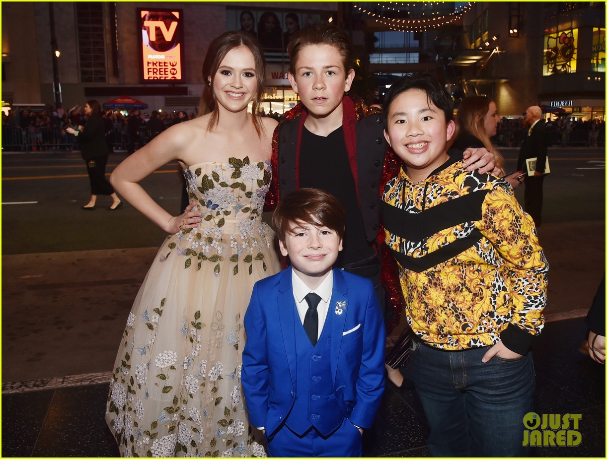 ravens home and coop cami stars team up at dumbo premiere 03