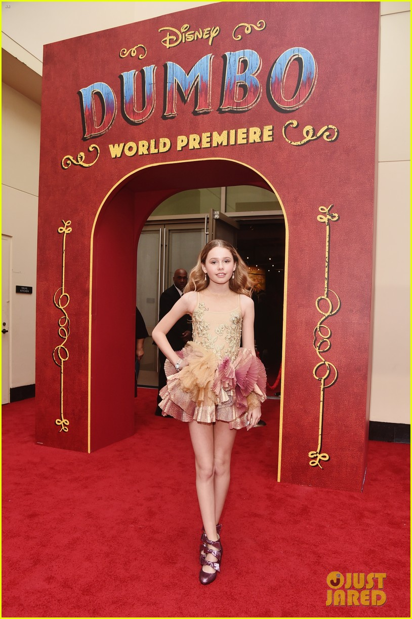 ravens home and coop cami stars team up at dumbo premiere 09