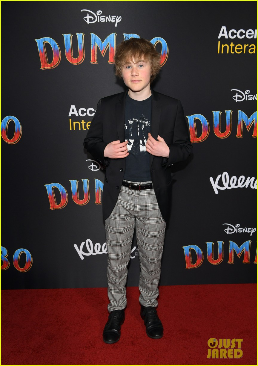 ravens home and coop cami stars team up at dumbo premiere 24