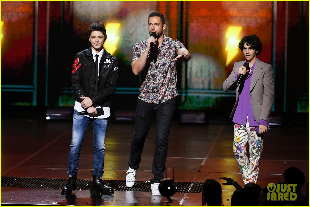 asher angel and jack dylan grazer bring shazam to kcas 2019 02