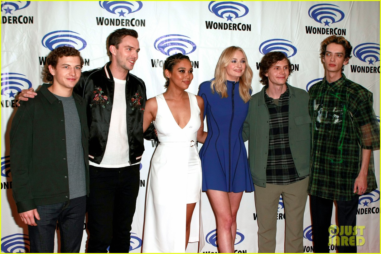 dark phoenix cast makes stylish wondercon 2019 appearance 03
