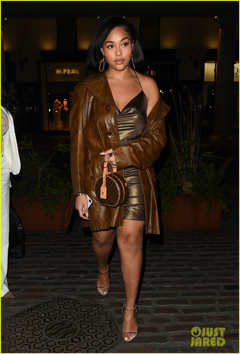 jordyn woods glows in gold while out for dinner in london 05