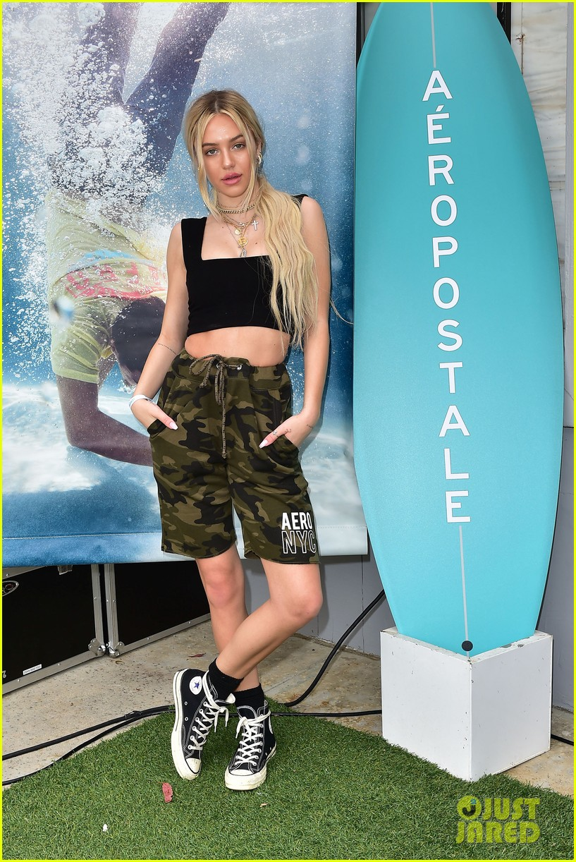 bella thorne stop by aero beach house for sustainable beach retreat 02