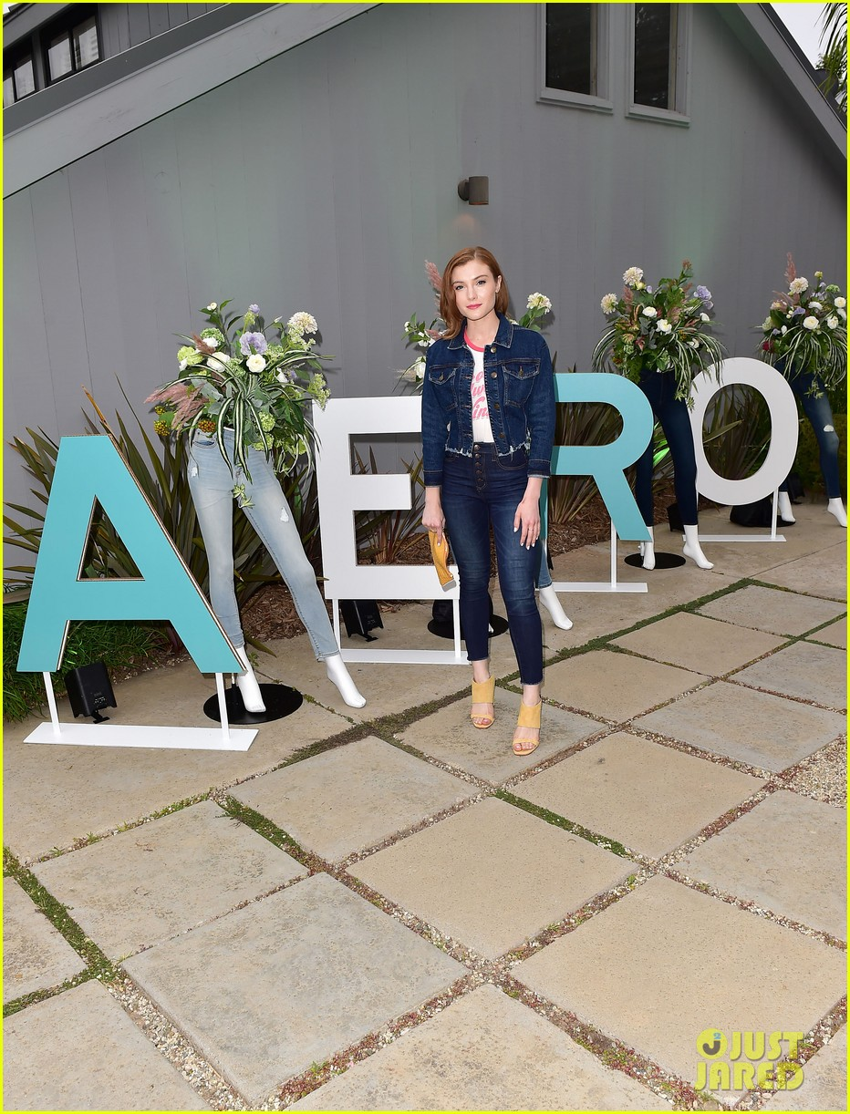 bella thorne stop by aero beach house for sustainable beach retreat 13