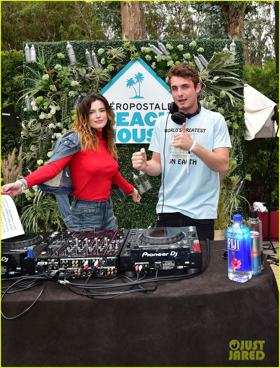 bella thorne stop by aero beach house for sustainable beach retreat 24