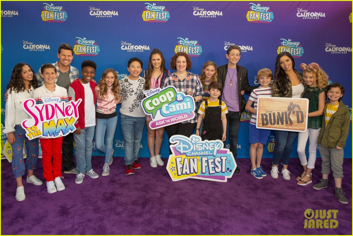 coop cami ask world cast disney channel fan fest 03