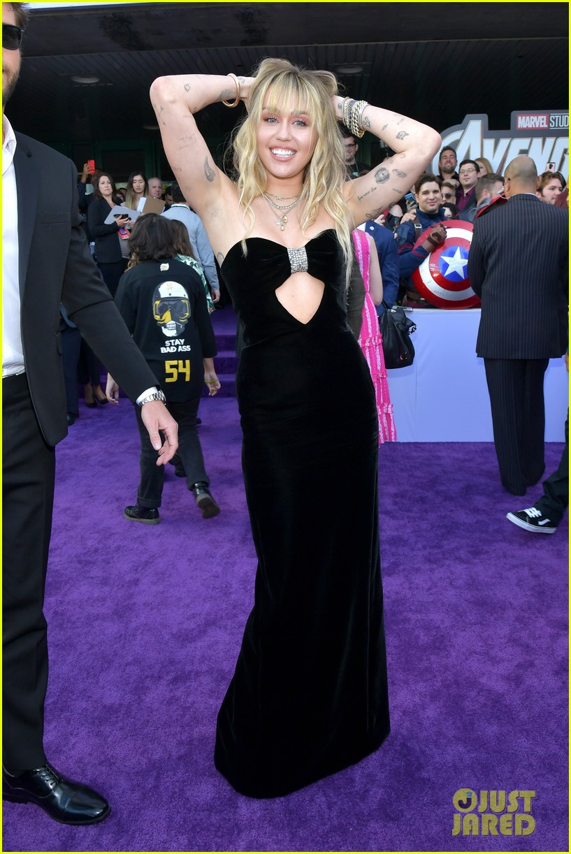 miley cyrus and liam hemsworth couple up for avengers endgame world premiere 03