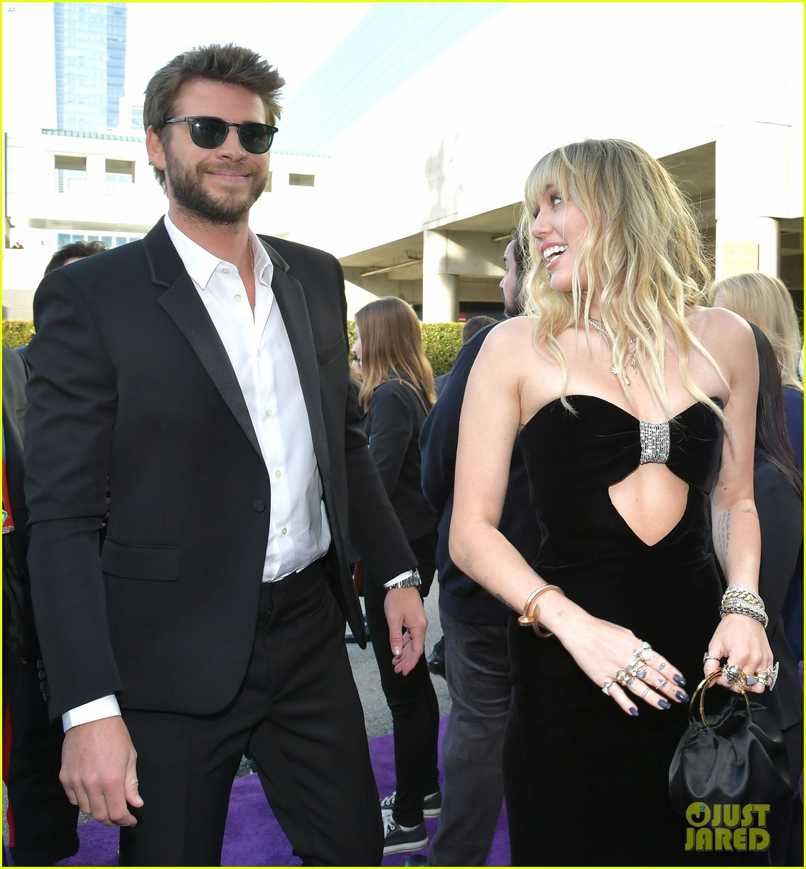 miley cyrus and liam hemsworth couple up for avengers endgame world premiere 04