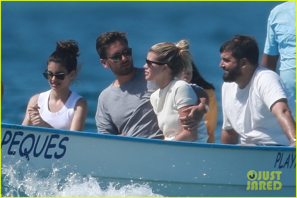 scott disick sofia richie jet off to cabo for romantic getaway 01