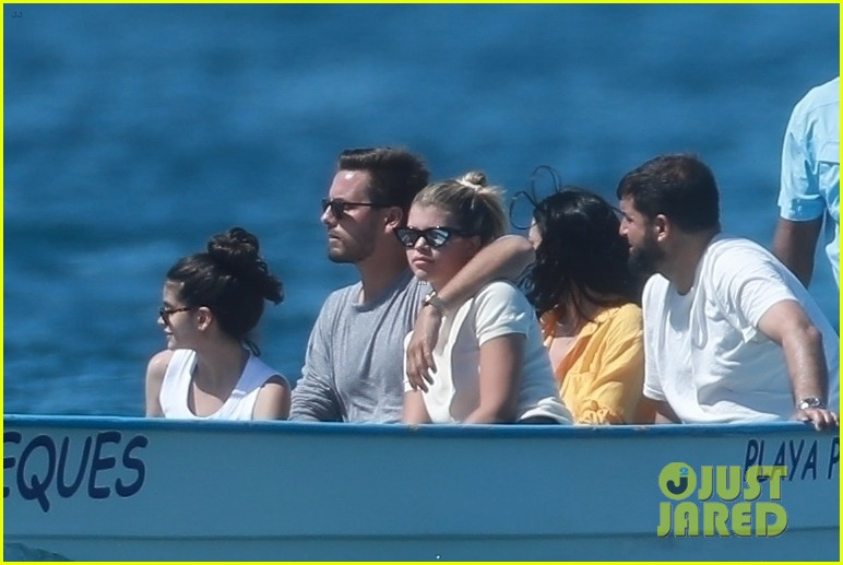 scott disick sofia richie jet off to cabo for romantic getaway 05