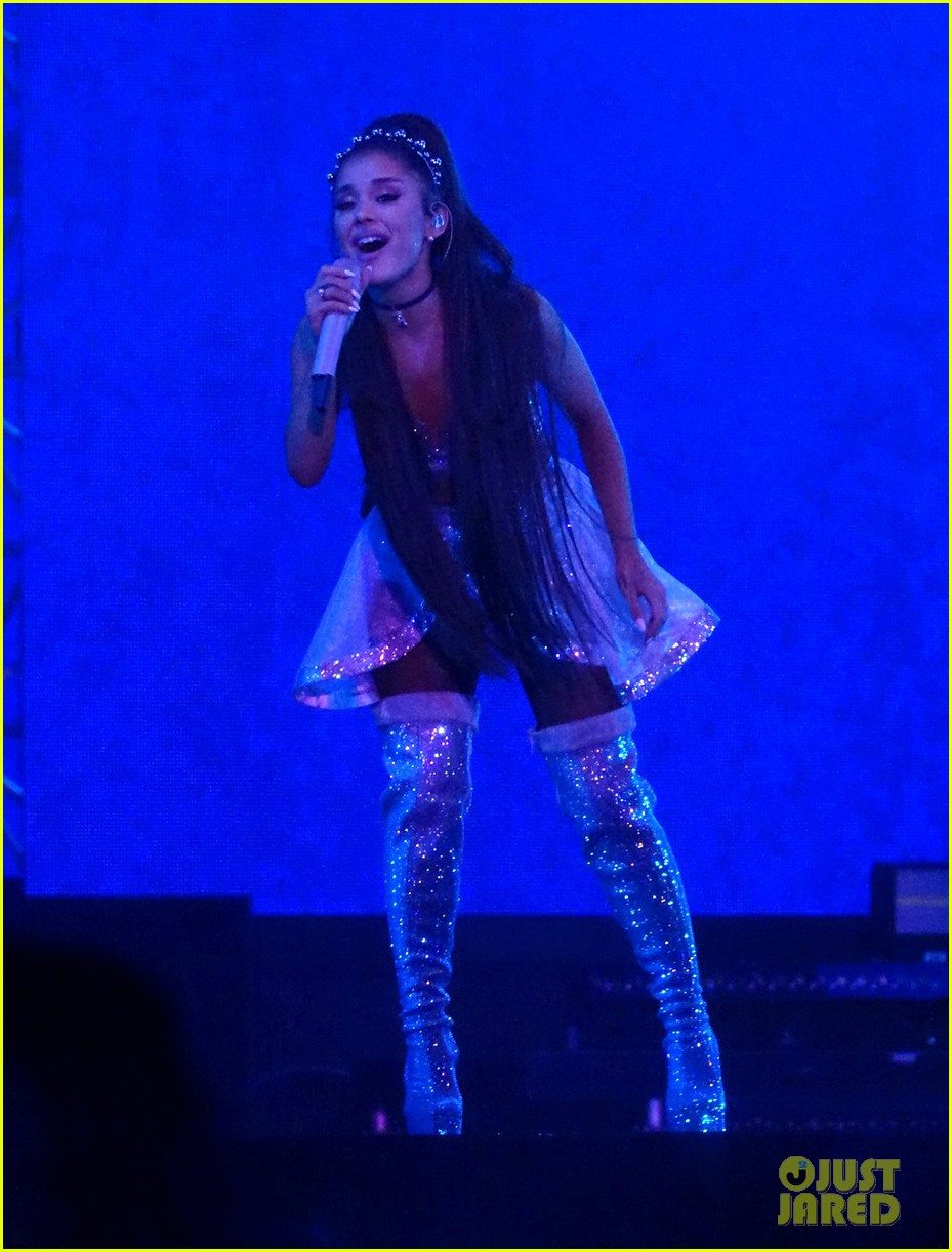 ariana grande closes out the final night of coachellas first weekend 06