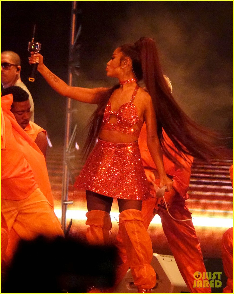 ariana grande closes out the final night of coachellas first weekend 18