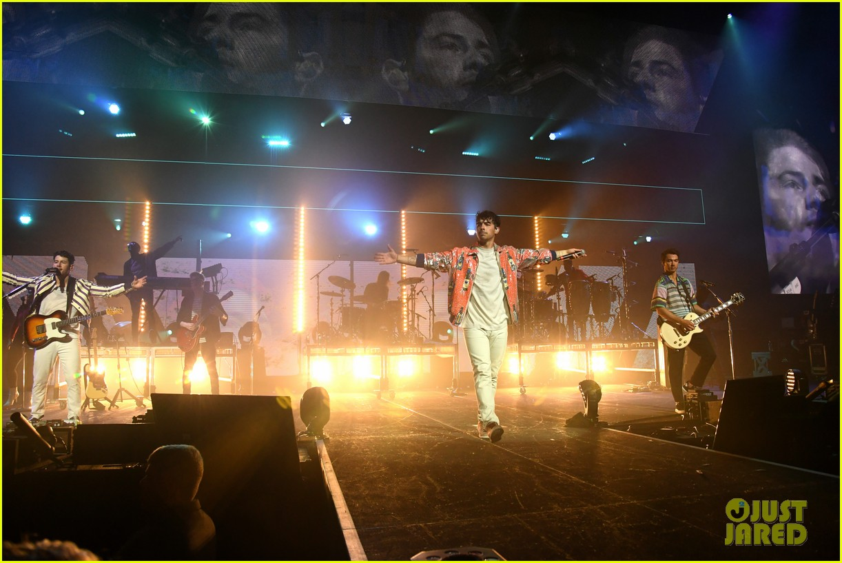 jonas brothers perform at march madness music series 12